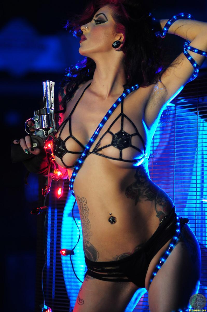 Girls-With-Guns-Tattoo