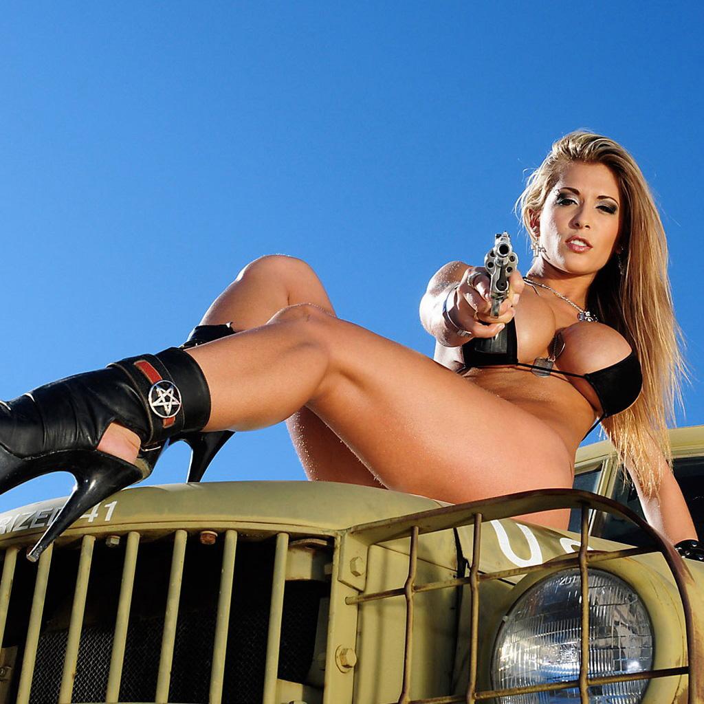 guns-n-girls-ipad-now